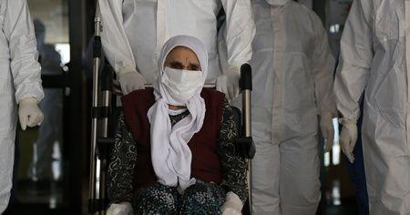 101 yaşındaki kadın 5 günlük tedavi ile korona virüsü yendi
