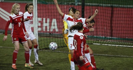 A Milli Kadın Futbol Takımı Rusya'ya 4-2 yenildi
