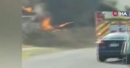 ABD'de küçük uçak evin üzerine düştü: 2 pilot öldü