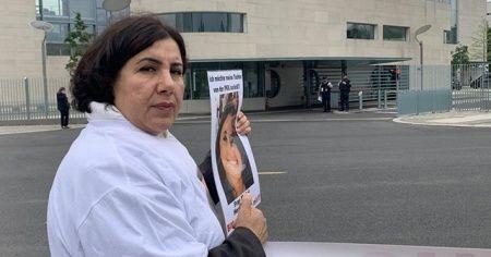 Almanya'da PKK tarafından kızı kaçırılan annenin eylemi sürüyor