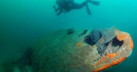 Almanya'nın tarihi deniz altısı U-20 balıkçı ağlarıyla kaplı olarak Sakarya'da fotoğraflandı