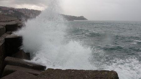 Antalya'da kuvvetli rüzgar ve dolu