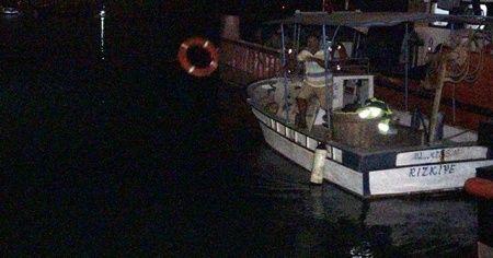 Balıkçı kayığı battı, 2 kişi yüzerek kurtuldu