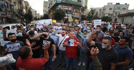 Batı Şeria'da Macron'un fotoğrafları yakıldı