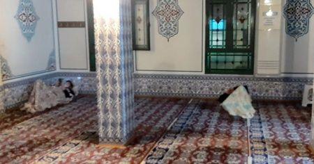 Bazı depremzedeler geceyi camilerde geçirdi