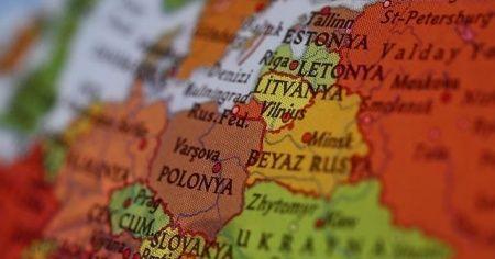 Belarus komşu ülkelere sınırlarını kapattı