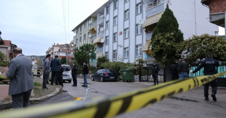 Çatışmada balkona çıkan vatandaş kafasından vuruldu