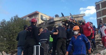 Çevre illerden İzmir'e çok sayıda itfaiye ve kurtarma ekibi gönderildi