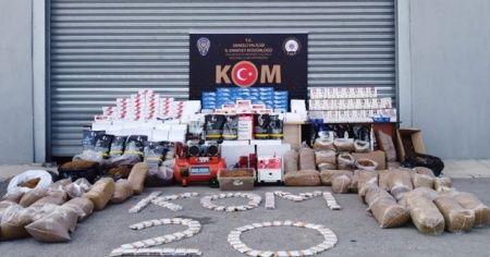 Denizli'de 3 aydır takip edilen tütün kaçakçılarına operasyon: 15 gözaltı