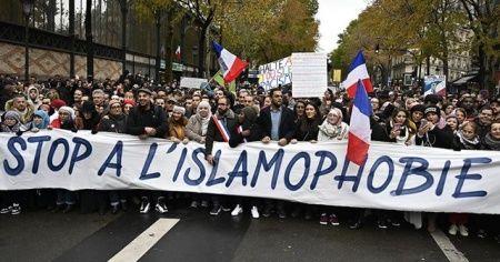 Fransa'da Müslümanlara karşı baskı çoğalıyor