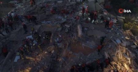 İzmir'de enkaza dönen binalar havadan görüntülendi