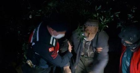 Jandarma kaybolan yaşlı adamı hendek içerisine düşmüş halde buldu