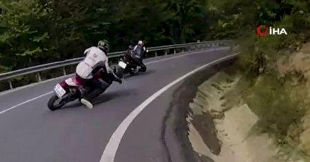 Kaza sonrası sürüklenen motosikletinin peşinden koştu