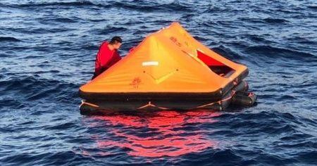 Marmaris'te Türk kara sularına itilen yabancı uyruklu 9 kişi kurtarıldı