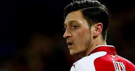 Mesut Özil Arsenal'ın Premier Lig kadrosunda yer almamanın üzüntüsünü yaşıyor