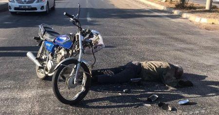 Motosiklet, traktöre çarptı:1 ölü