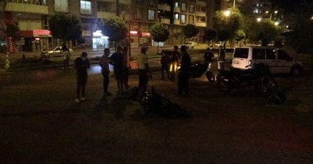 Polis aracıyla motosiklet çarpıştı