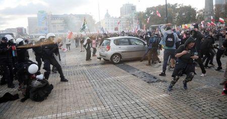 Polonya'da Kovid-19 önlemleri karşıtı protesto: 120 gözaltı