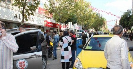 Şiddetli deprem Manisalıları sokağa döktü
