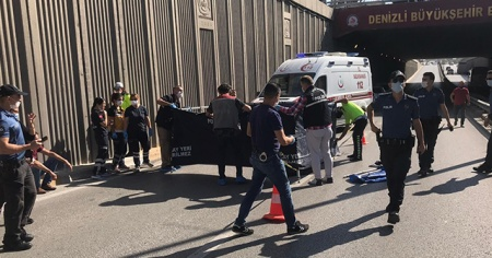 Üst geçitten düşen gence kamyon çarptı: 1 öldü