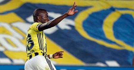 Valencia ilk golünü attı