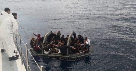 Mültecileri Türk karasularına bırakıp kaçtılar