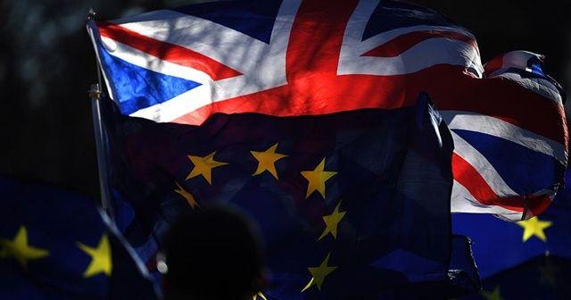 AB'den İngiltere'ye anlaşmasız ayrılık uyarısı