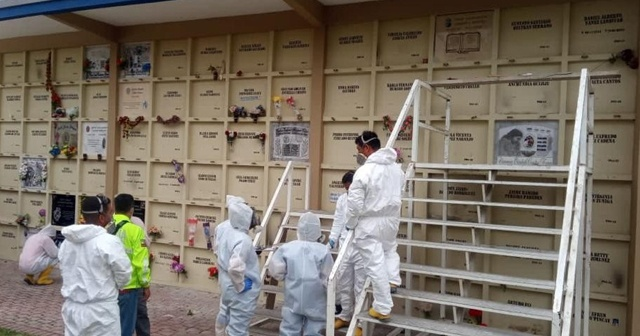 Ekvador'da korona virüsten ölenler mezardan çıkarılıyor