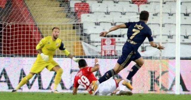 Fenerbahçe üst üste dördüncü galibiyetini aldı
