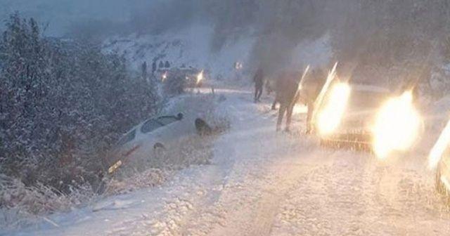 Kar yağışı etkisini iyice arttırdı! Sürücüler yolda kaldı
