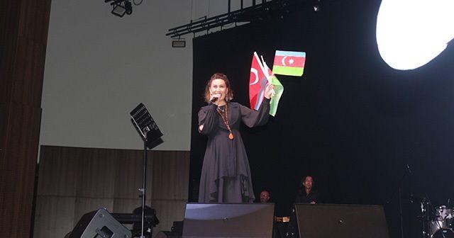 Karabağ hasretini türkülere döken Azerin'den duygulandıran sözler