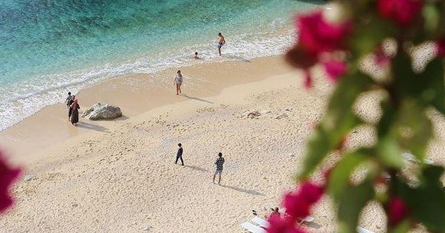 Kasımda deniz, kum ve güneş keyfi