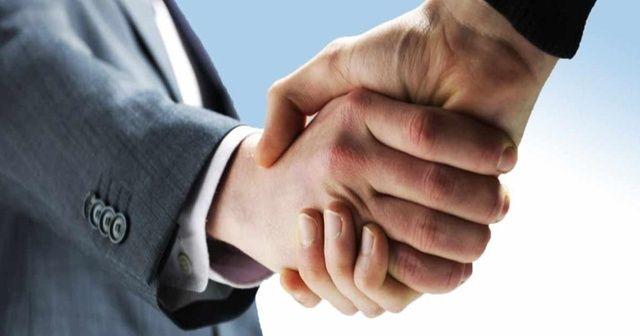 Prof. Dr. Yalçın: Temaslı selamlaşmak Kovid-19 riskini artırabilir