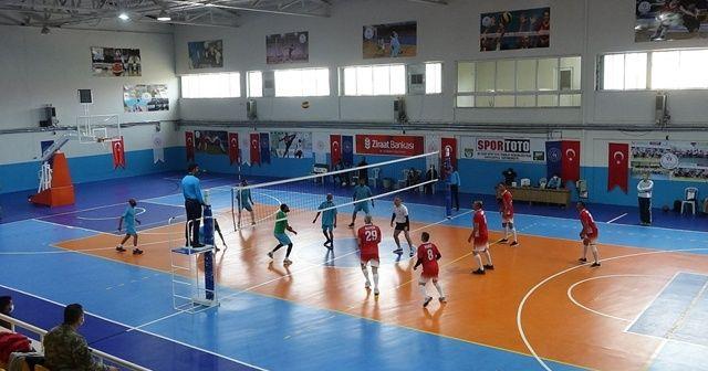 Resulaynlı sporcular ile Türk askeri dostluk maçı yaptı