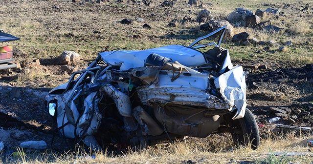 Trafik kazasında 2 kardeş öldü, anne ve baba yaralandı