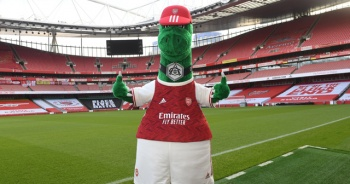 Arsenal'ın maskotu Gunnersaurus geri döndü