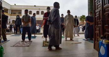 Cezayir'de 8 ay sonra ilk cuma namazı kılındı