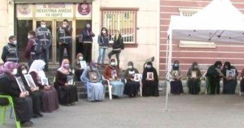 Evlat nöbetindeki ailelerden HDP'lilere tepki: Çocukları PKK'ya sattılar, lüks arabalara biniyorlar