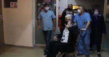 Korona virüsü yenen belediye başkanı 45 gün sonra evine döndü