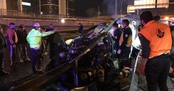 Otomobil bariyere saplandı: 1 ölü