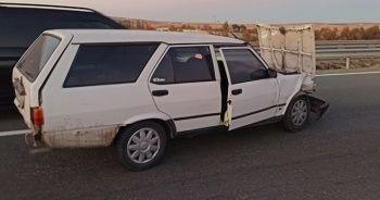 Otomobilin kapısından yola savrulan kadın yaşamını yitirdi