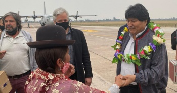 Sürgündeki Morales ülkesine döndü