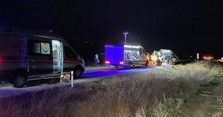Afyonkarahisar'da yolcu otobüsü ile kamyonet çarpıştı