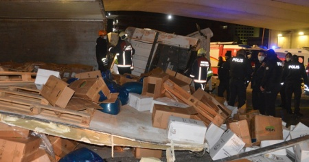 Başkent'te feci kaza! TIR kontrolden çıkarak devrildi
