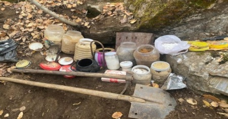 Bitlis'te terör örgütünce toprağa gizlenmiş yaşam malzemesi ele geçirildi