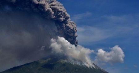 Endonezya'da Ili Lewotolok Yanardağı için 'turuncu' alarm