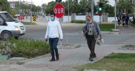 Engelli dilenciler şaşırttı! Polisi görünce yürümeye başladı