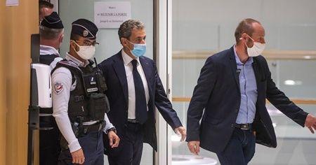 Eski Fransa Cumhurbaşkanı Sarkozy'nin yolsuzluk davası ertelendi