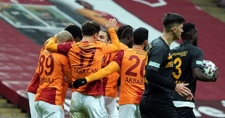 Galatasaray iç sahada 7 puan kaybetti