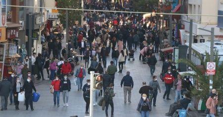 İzmir'in işlek noktalarında yoğunluk gözlendi